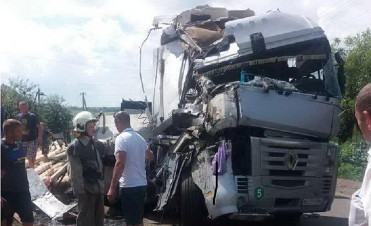 Настоящий кошмар!!! На Львовщине произошло жуткое ДТП: грузовик и бус разнесло, есть пострадавшие