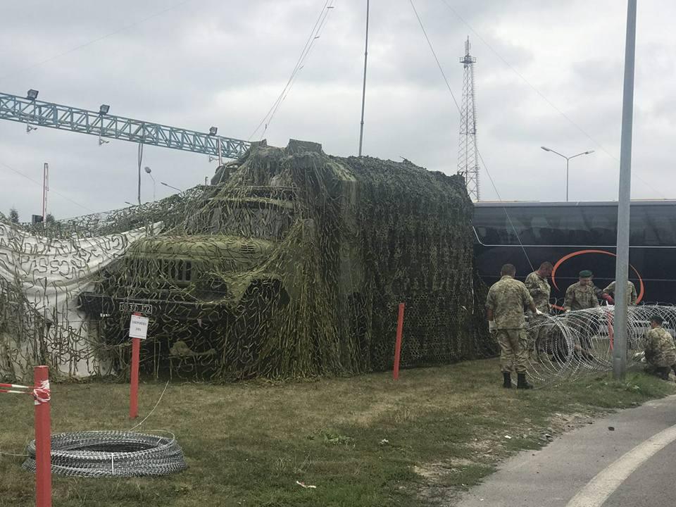 Что там происходит? К украино-польской границе взимается большое количество тяжелой техники