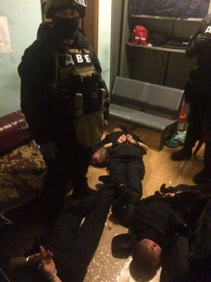Жестоко пытали и грабили …. Прокуратура задержала банду полицейских. То, что они делали не вкаладаеться в голове