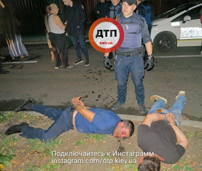 Чуть не поубивали друг друга!!! В Киеве пьяные цыгане напали на полицейских, это была страшная драка