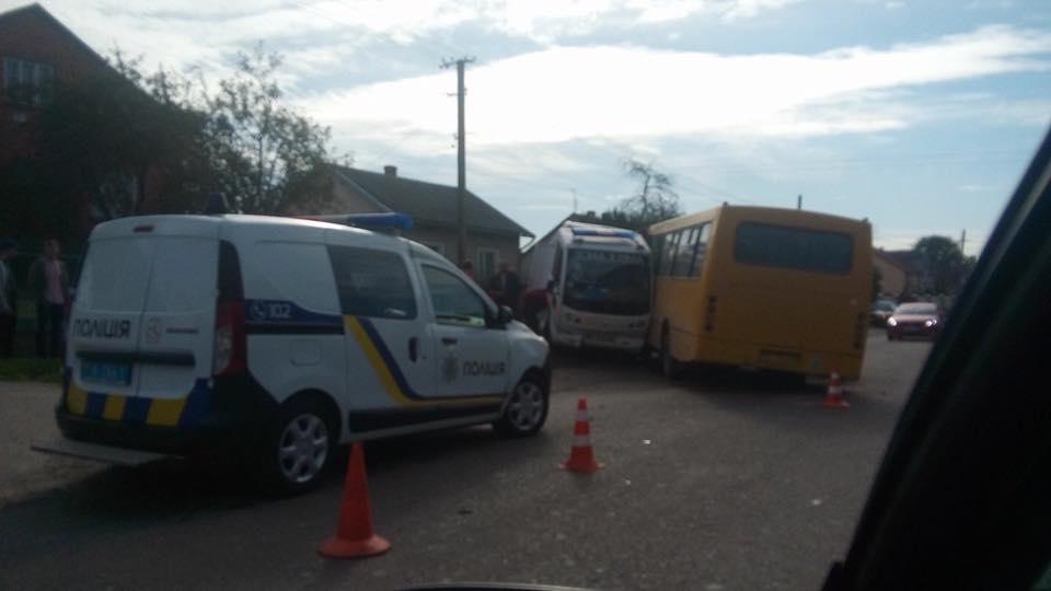 Сложились в двое! На Львовщине произошла страшная авария, быстрая столкнулась с автобусом. То, в каком состоянии был водитель ….