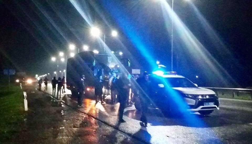 «Терпение лопнуло»: Озлобленные львовские фаны напали на автобус с футболистами. То, что произошло потом, откровенно шокирует