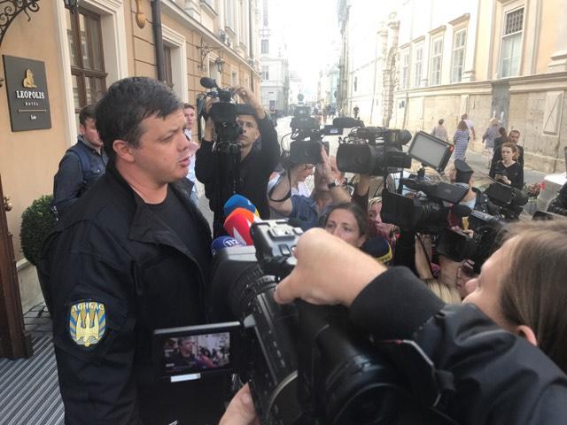 «Порошенко, Аваков, скажите честно, вы дебилы ?: То, что Семенченко сказал про политиков, шокировало всю страну!