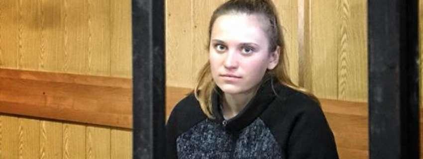 Суд освободил воспитательницу лагеря «Виктория». Стало известно, кто из депутатов стал поручитилем