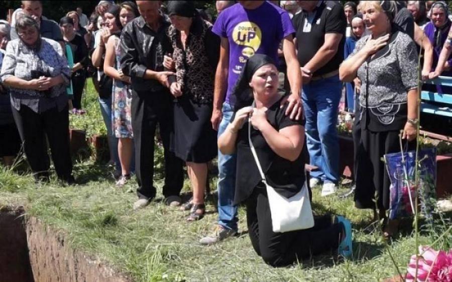 «Где есть Бог? Почему он не смотрит, что делают с нами…»: Почему и кто жизнь семьи убитой тернопольской выпускницы превращает в АД