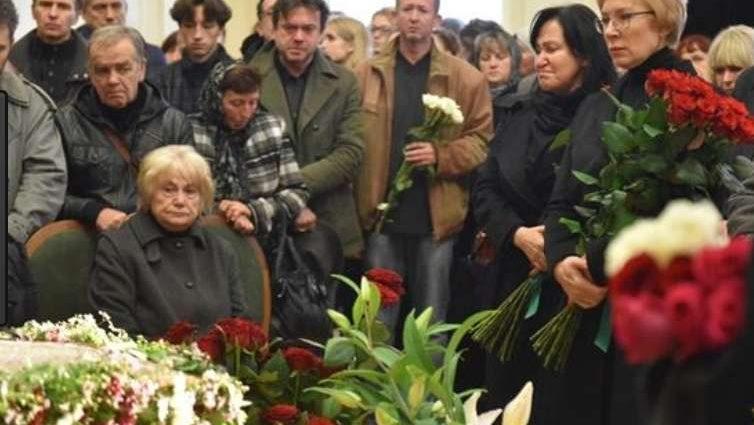 Страна в трауре: В реанимации, не приходя в сознание, скончалась известная 37-летняя российская актриса