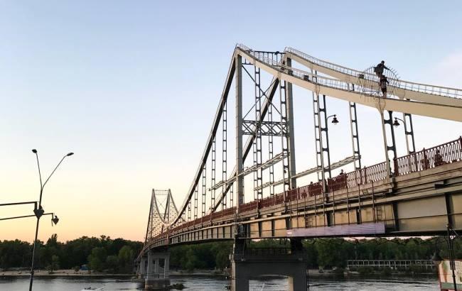 Прямо в бездну! На Львовщине с моста сорвался автомобиль с пассажирами. Что там творилось …