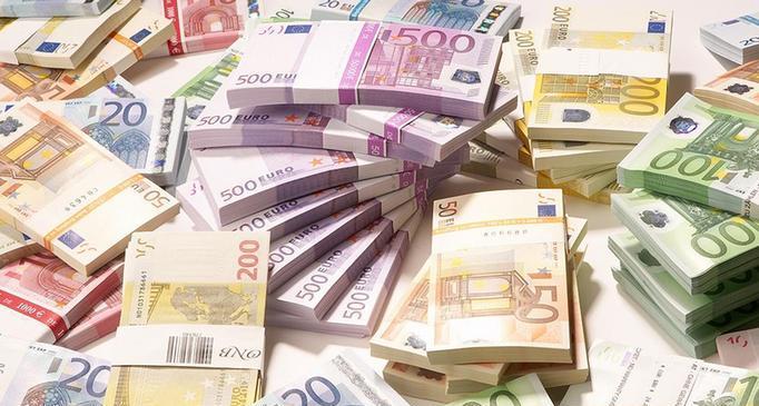 А доллару всеравно! Новый курс валют просто невероятный. Бегом в обменник