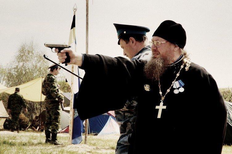Российский «Поп-смотрящий»: Спускает собак на детей и… То, что делает московский священник на Волыни шокировало всю Украину