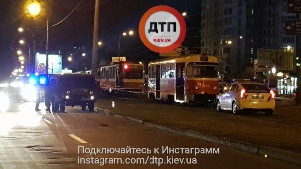 Ребенок умер мгновенно: Жуткая ДТП, трамвай переехал женщину с ребенком. Эти фото ужасает