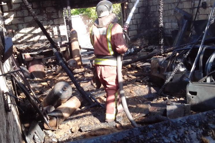 «Отец с сыном пытались спасти машину…»: Пожарные были шокированы когда прибыли на место происшествия (ФОТО)