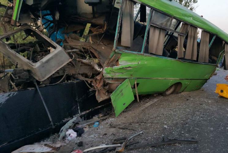 Грузовик на полной скорости влетел в переполненный автобус… Там был настоящий ад