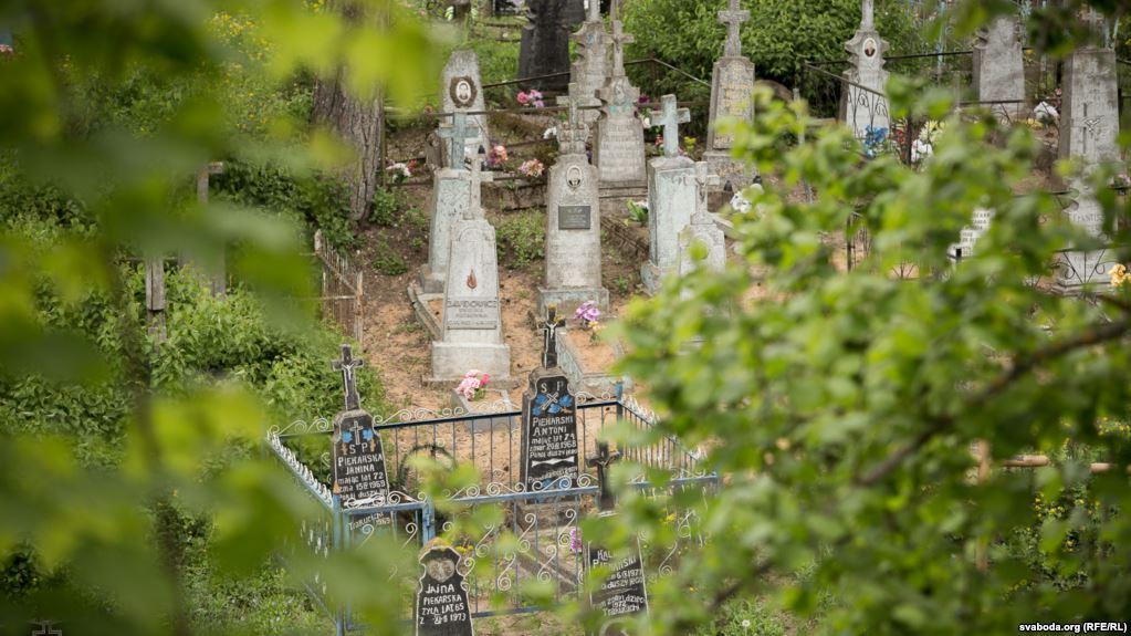 «Сгорела живьем у могилы мужа и сына…»: Жуткие подробности истории, от которой мурашки по телу