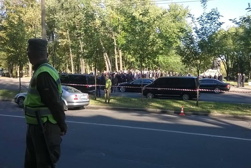 «Простым украинцам нельзя почитать умерших»: Пока Порошенко в Бабьем Яру выступал, силовики такое вытворяли …