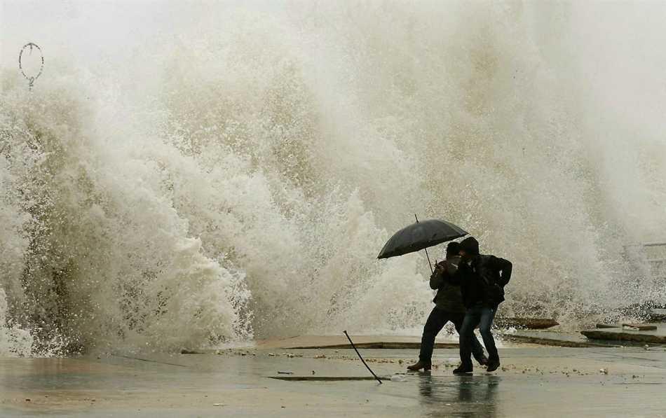 СРОЧНО! Во Львове объявлено штормовое предупреждение. На город надвигается что-то страшное. Сидите лучше дома