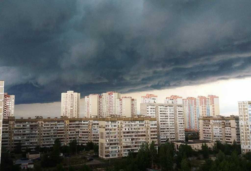 «Лучше не выходить из дома» 5 украинских областей накроют страшные грозы. Количество осадков превысит допустимую норму