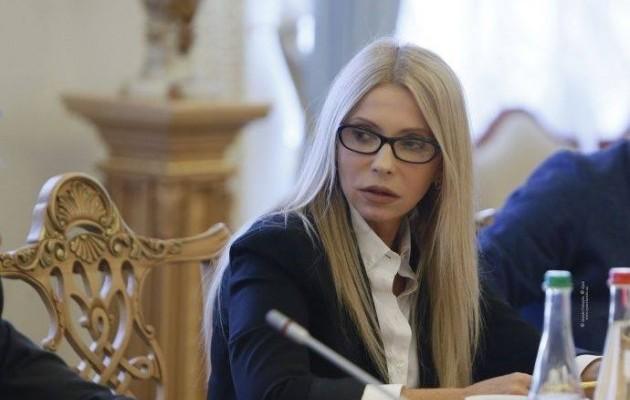 «О Боже, кто ее выпустил на улицу в таком виде?»: Тимошенко своим мегастильним костюмом поставила на уши Сеть