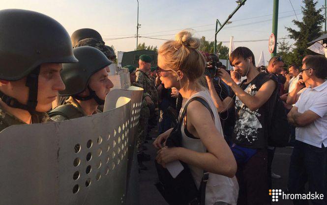 «Толпа буквально занесла его в Украину, посадила в машину и…» То, что случилось с Саакашвили на границе шокировало всю Украину