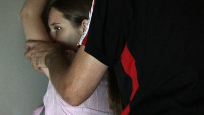 Зверство какое-то!!! В Одесской области отчим жестоко изнасиловал 11-летнюю дочь и пытался ее задушить, от подробностей волосы дыбом встают