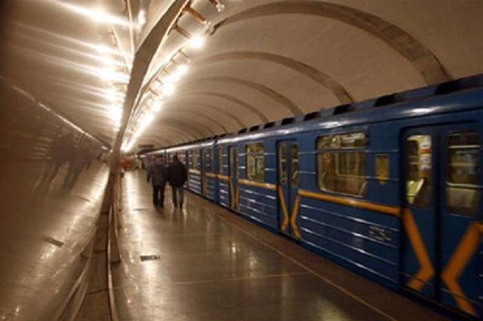 «Труп уже был накрыт…»: Правоохранители были шокированы находкой в киевском метро. Что там случилось?