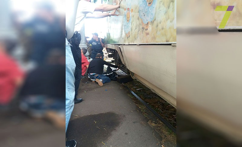«Трамвай отрезал ей ноги…»: Жуткое ДТП, от которого слезы на глазах. Девушка просто …