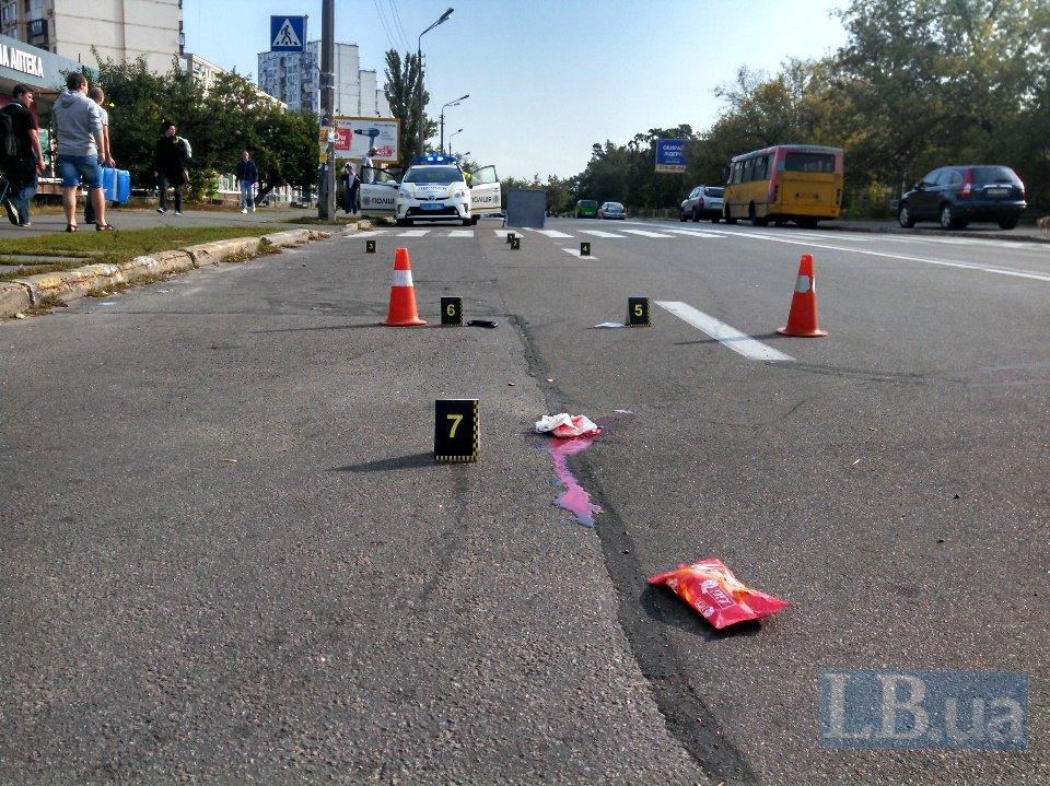 Только мокрое место осталось: в Киеве авто раздавило пешехода, от подробностей волосы дыбом встают