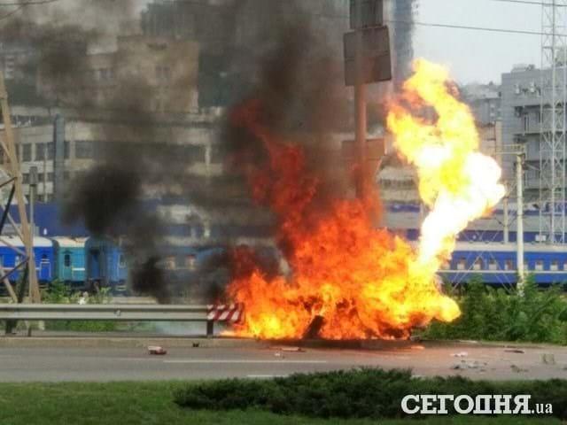 Вспыхнуло как факел! Жуткая ДТП, авто взорвалось и сгорело дотла. Сердце замирает от увиденного