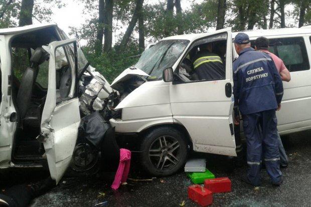 В смертельном «лоб в лоб» столкнулись два микроавтобуса. Большое количество пострадавших, люди просто…