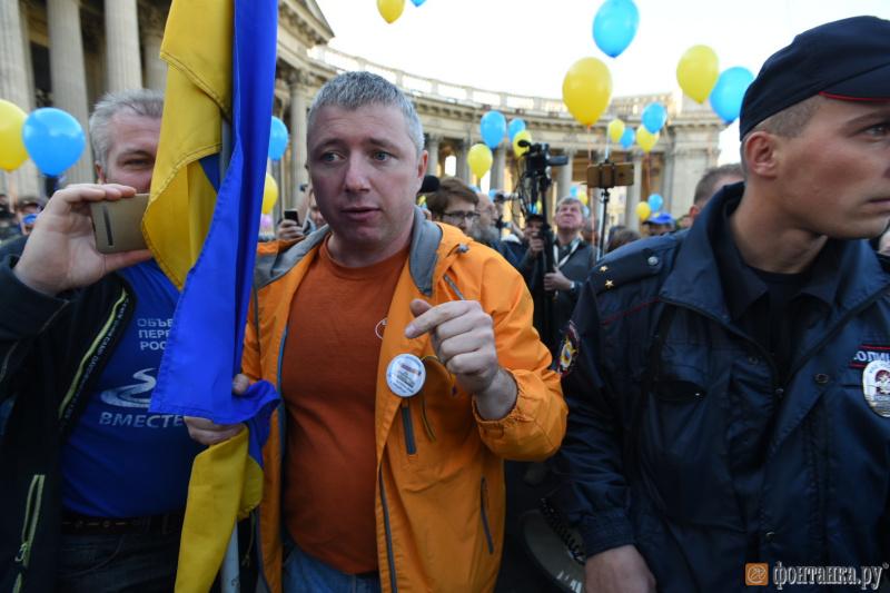 Неужели такое возможно! В Санкт-Петербурге собираются люди в поддержку Украины… Большое количество правоохранителей и…