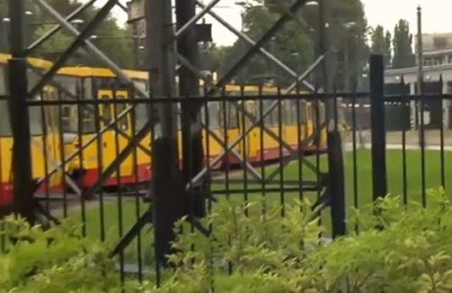 В Польше украинца приковали цепью к трамваю за то, что он… Подробности инцидента доводят до истерики (ВИДЕО)