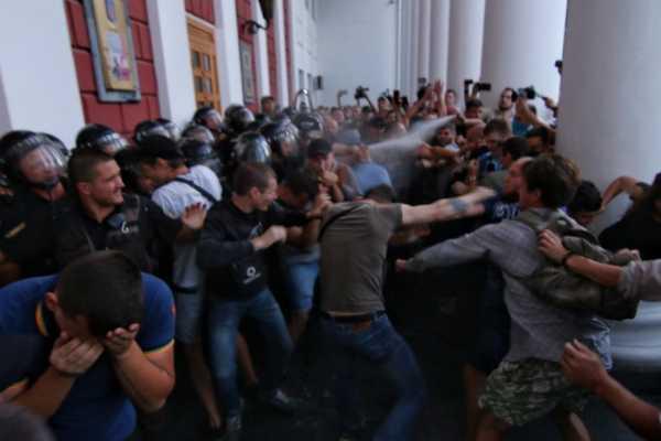 На этот раз Майдан начнется с Одессы??? В Одессе активисты штурмом захватили мэрию, ТАМ ТАКОЕ ТВОРИТСЯ