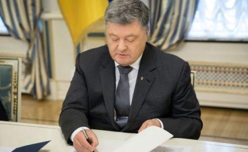 Чрезвычайная ситуация в Украине: Порошенко подписал важнейший закон, пошел на радикальные меры