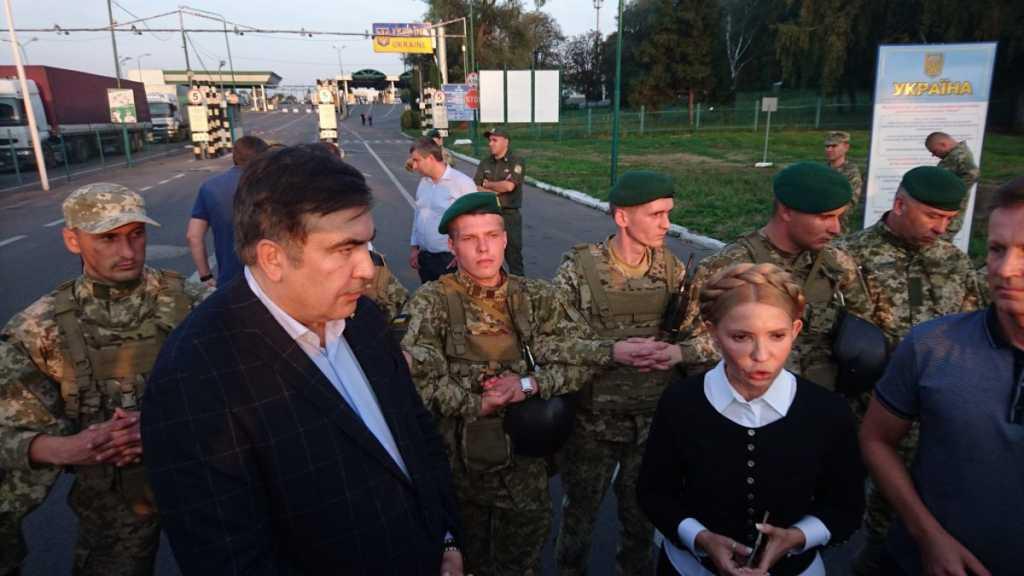 СРОЧНО! Саакашвили и его сторонники прорвали оцепление и прошли границу. Там настоящий ад!