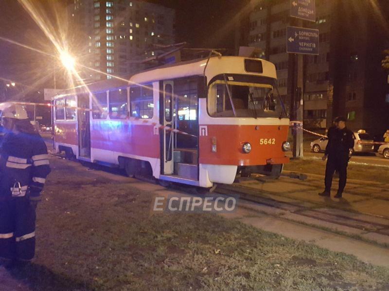 Она терпит ужасные муки!!! В Харькове женщина попала под трамвай
