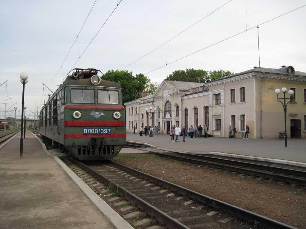 «Выпал из поезда на ходу и…»: Подробности инцидента на луцком вокзале шокировали всю страну (ФОТО)