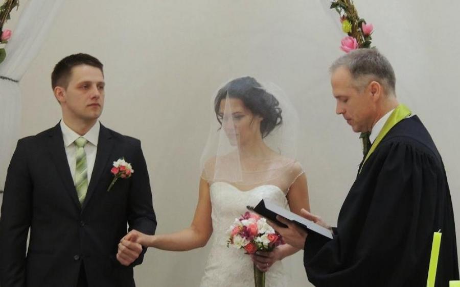 Отец отказался венчать пару! Пост в соцсети стоил девушке свадьбы