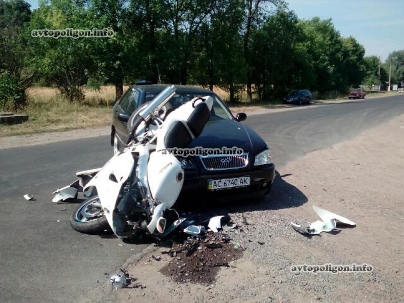 Это какой-то ужас!!! На Львовщине произошло жуткое ДТП с участием мотоциклиста