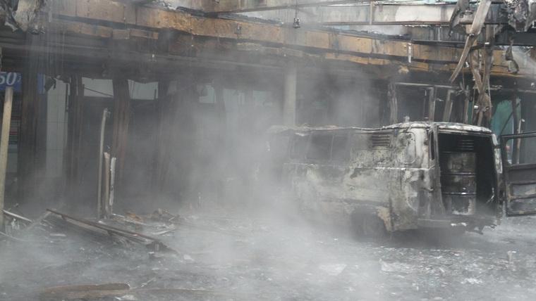 «Автобус шахида …»: Наполненный газовыми баллонами и бензином протаранил кинотеатр. Взрыв всколыхнул весь город (ВИДЕО)