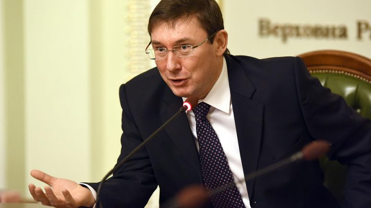 «Снятие кожи, скальпа, кастрация, заливки свинца в горло»: Луценко рассказал о нечеловеческих издевательств в Донбассе