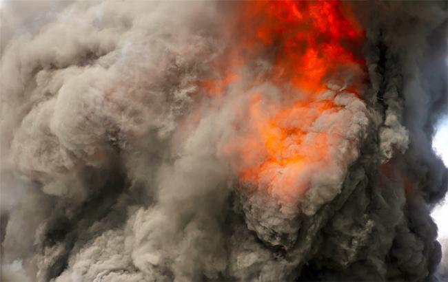 Боже, помоги!!! На Донбассе горят склады с боеприпасами, от взрывов трясется вся область
