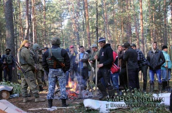 Янтарная мафия: На Волыни копатели янтаря захватили заложников и угрожают убийством
