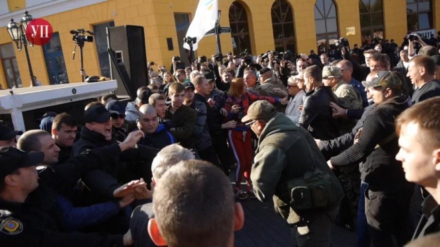 Там начался настоящий мятеж!!! Как в Одессе встретили Саакашвили. Такого мордобоя вы точно не видели
