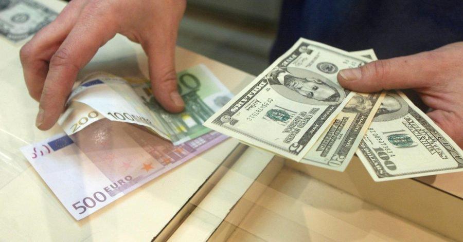 Бегом в обменник! Курс валют после выходных просто шокирует. Доставайте гривны из-под матрасов