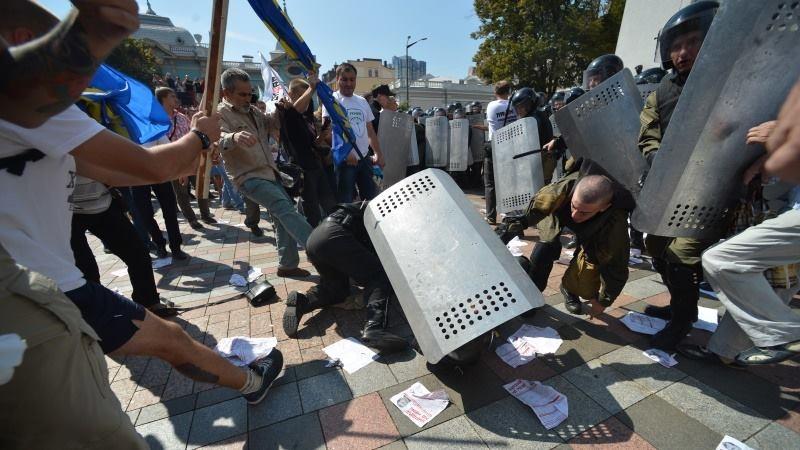 «В АТО с сепаратистами было проще…»: Скандального депутата избили сразу 12 человек
