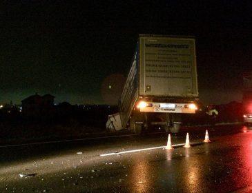 Жуткая авария на Львовщине: после столкновения с грузовиком авто превратилось в металлолом