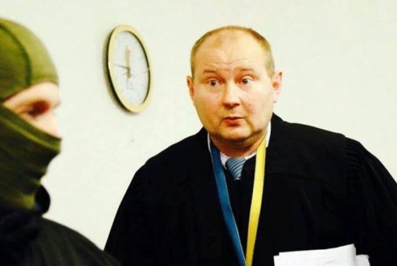 «Взятку сложил в банки и закопал на огороде…»: Интерпол разыскивает украинского судью