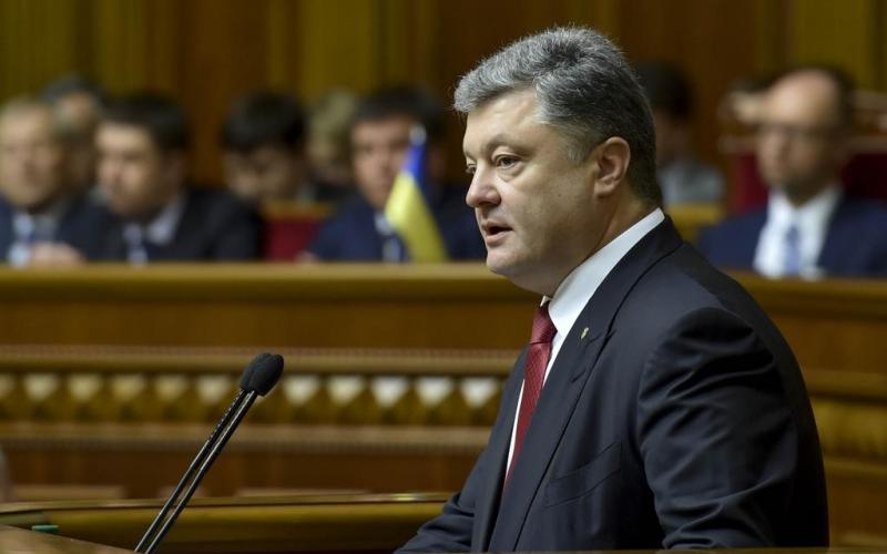 Порошенко прибыл в Раду. Стало известно о чем говорили президент и его фракция