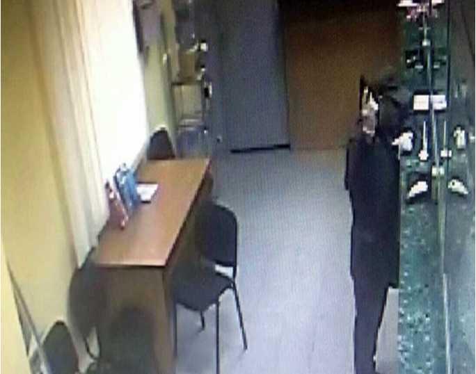 «Ранены 15 человек, включая женщин и детей…»: Вооруженное нападение на банк закончилось фатально