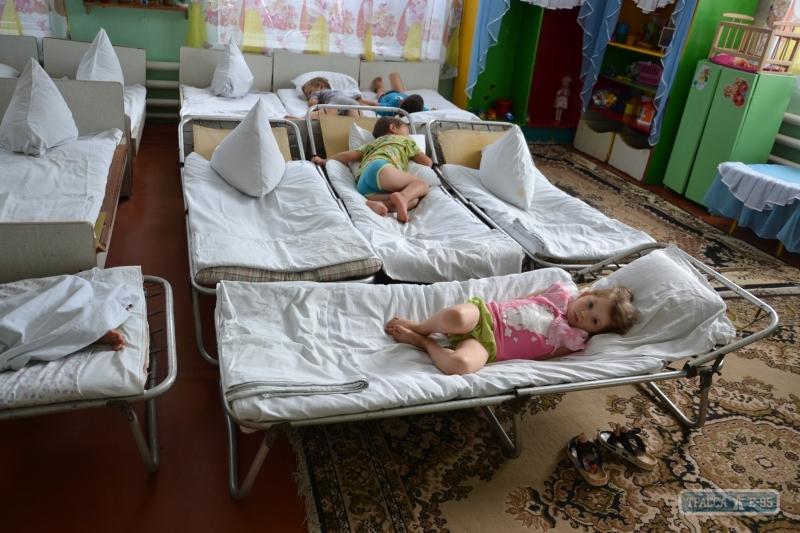 «Прогнилый пол и один унитаз на всех» В Сети показали ужасные условия в одном из украинских детских садов