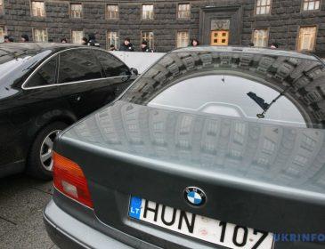 «Воспользовались моментом»: Прямо из-под Кабмина похитили авто народного депутата. Подробности